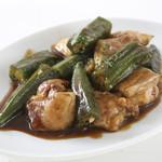 どんぐり - 若鶏とオクラのカレー炒め
