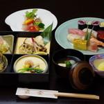 五金 - 料理写真:お昼限定の寿司膳
