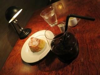 Salvador - アイスコーヒーとフレンチトーストです。
