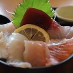 28323225 - 泳ぎ烏賊と海鮮丼膳の海鮮丼