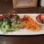 28324088 - ランチ前菜3種とサラダ付き