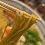 麺屋 きょうすけ - 1-3)鶏白湯魚介醤油・大盛の麺