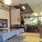 松風 - 座敷席とテーブル席