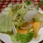 28327477 - サラダバーの野菜も味が濃くておいしい