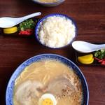 とん平 - ラーメンと御飯(小)