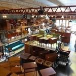 北の椅子と - 1階は所狭しと家具がずらり・・・。1950~60年代のデンマークビンテージ家具を中心に展示販売されています