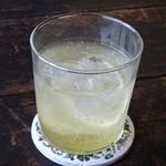 北の椅子と - 初夏のdrink レモンエイド。  甘酸っぱく、ペリエの炭酸が爽やか!