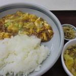 中華料理 煙臺閣 - 麻婆丼 650円(中華スープ、ザーサイ付き)