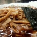 青島食堂 - チャーシュー大盛@¥870 メンマ¥100増
