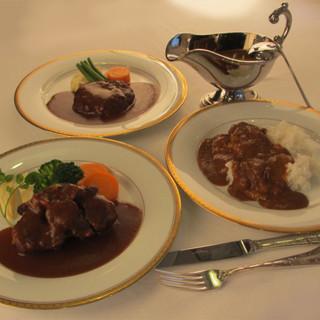 デミグラスソースとシチューと欧風カレーの伝統の味。