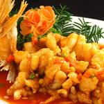 九龍城飯店  - 東京大排档の名物 松鼠魚  魚の形が栗鼠に似てるからこの名前?! 実は甘酢かけで柔らかい魚を美味しく頂けますよ