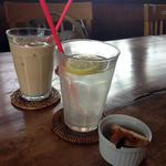 メイプルリーフ - ドリンク写真:カフェオレと生レモンスカッシュ