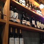 28345930 - ヨーロッパを旅したオーナーが インスパイアされたイメージを再現!                       厳選されたワインを、国内最安値で!飲みきれなかったワインもお持ち帰り出来ます♪