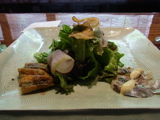 環坂 - 前菜。トビウオのチーズ焼き、アジの酢漬け、壬生町の野菜たち