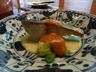 環坂 - サワラのグリエ、健康野菜とトマトの餡を添えて