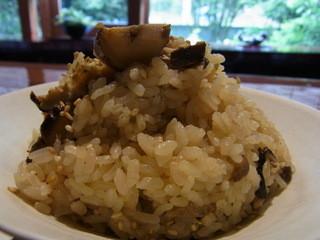 環坂 - 焼きシイタケの炊き込みご飯