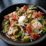 創作キッチン戎 - 「海老とアボカドのスパイシーサラダ」