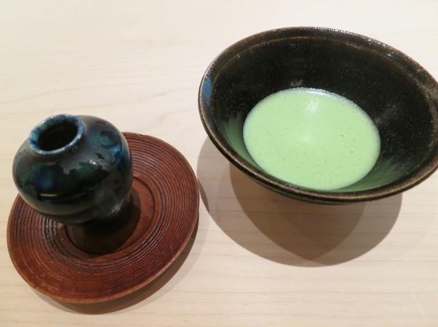 紀茂登 - 左:島根県の塩金平糖が入っています。右:薄茶。