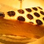 2835411 - 街のケーキ屋さん的側面、意欲的なデザインのケーキも。