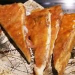 28351875 - ステーキの下敷きだったパンも最後にトローリしたチーズサンドに変身