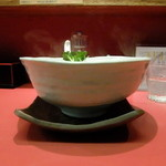 柴崎亭 - 熱いので、丼を持ってはダメです!下の皿を持ちましょう