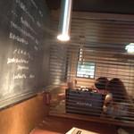 kawara CAFE&DINING - まったり席、隣はべったり席ww