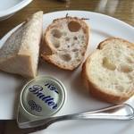 28354788 - スパゲティに付く天然酵母パン