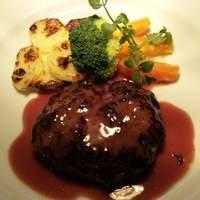 ふれんち食堂UMEYA - ランチの人気No.1はハンバーグ!、こだわりのソースはその時々で替わります。