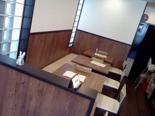 カレー en - 奥に可変式テーブル4つ