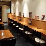 竹國 - カウンターテーブル席もあってお一人様も気兼ねなく利用できます