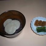 阿蘇の風 - 北海道産のあずき餡にそば団子入ったぜんざい。
