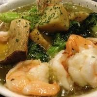 cafe&dining Gakuvuchi - 自家製の海老のオイルをたっぷり使用してお野菜など具沢山を煮込みます♪ワインにピッタリ!