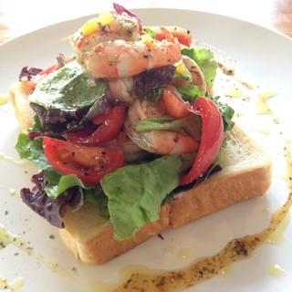 湯布院野菜+湯布院バゲット+新鮮素材で幸せな食卓を御用意!