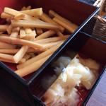 江戸前寿し食べ放題 漁師料理の店 うみめし - 甘酢がりとピリ辛ごぼう