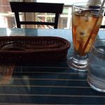 28371537 - 卓上セットと選択したアイスウーロン茶