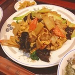 味仙 - ランチ。豚肉と木耳と玉子の炒め。