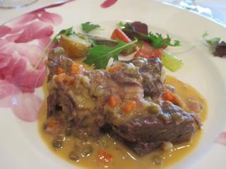 ル・ポワソン - 牛肉とレンズ豆の煮込み