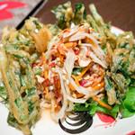 タイ東北料理イサーンキッチン - ソムタム・パクブントート