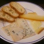 かるいごちそう - 追加で頼んだチーズ