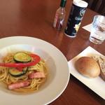 キャラン - 自家製酵母のパン・パプリカとズッキーニのオイルパスタ