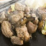 鳥鶏研究団 - 料理写真:もっちりと柔らかで、さくっと香ばしい『もも焼』