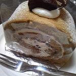 パティスリー プリエ - 栗のロールケーキ