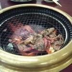 28381086 - こちらは焼き肉食べ放題。