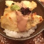 28381251 - 鯛の天茶は鯛の切身を天ぷらに揚げてから、炭火で炙って焦げ目をつけて、余計な油を抜いて香ばしく鳴っている。