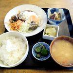 田中屋 - 煮込みハンバーグ定食