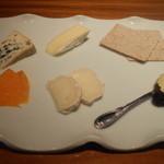 ワインサロン 銀座G.G. - チーズ盛合せ