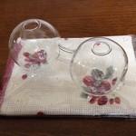 28382997 - 雑貨屋さんで花瓶と布巾購入!