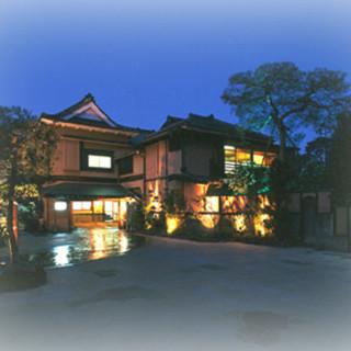 創業明治22年…。歴史的価値のある、文化遺産的日本料亭です。