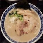 麺や辰 - 豚骨醤油ラーメン ¥680