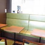 デリカフェ エキスプレス大阪 - カウンター8席 テーブル14席☆♪